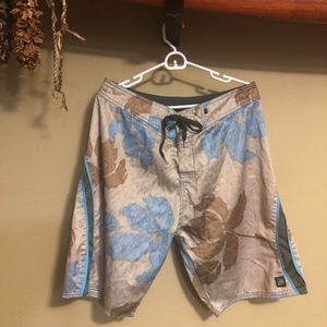 Men's Olive grn Floral Rusty Board shorts size 34